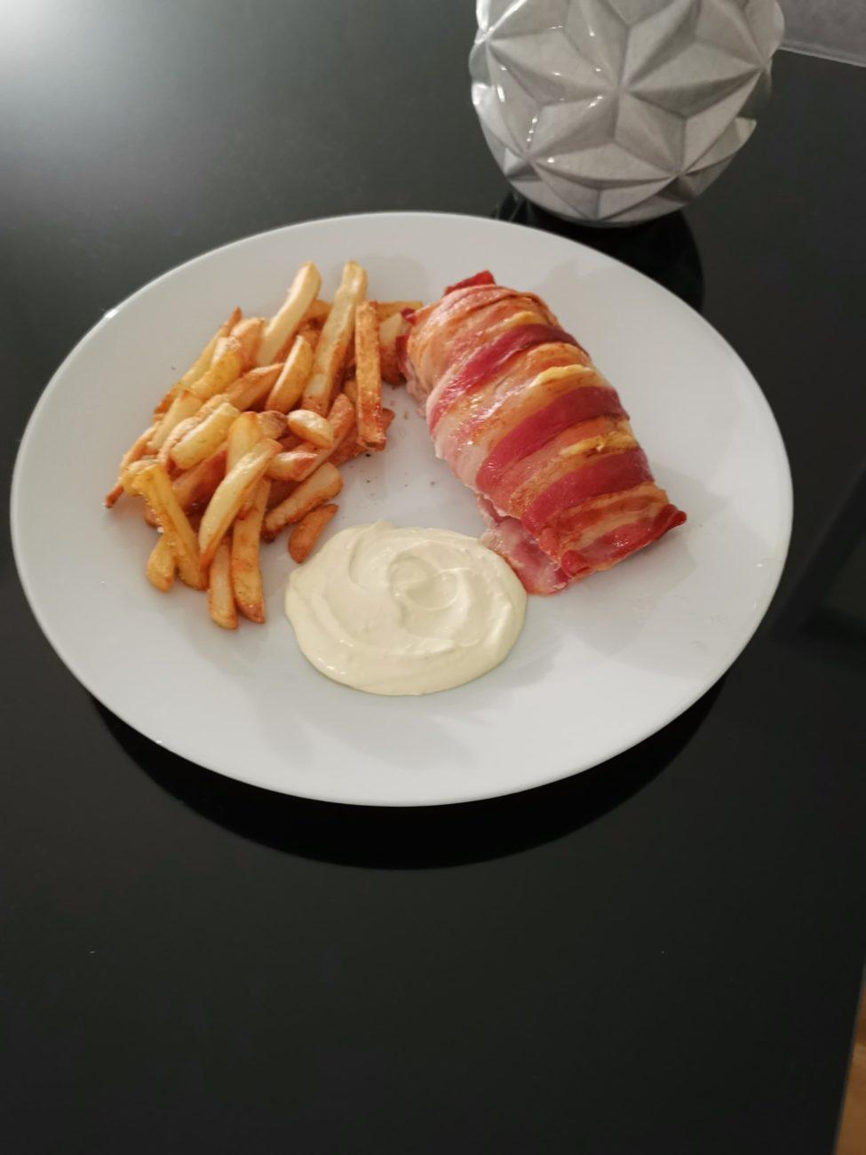 Kyllingefilet med pikantost og bacon